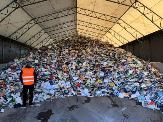 VafabMiljös lagerplats för böcker som ska vidare till återvinning.