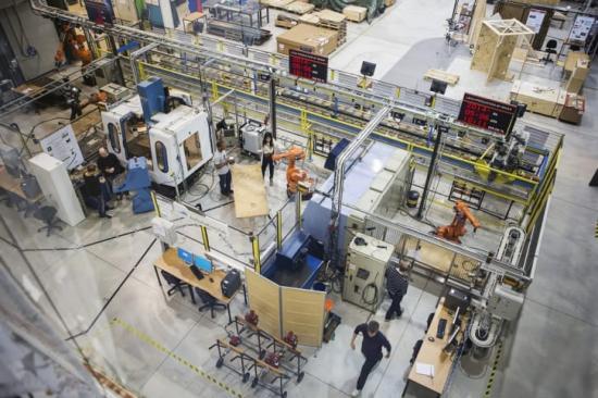 Vahid Hosseini har utfört mycket av sin forskning i labbet på Produktionstekniskt centrum.