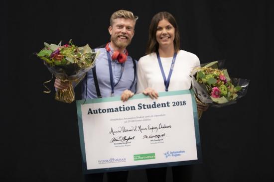 Chalmersstudenterna Amanda Dalstam och Marcus Engberg vann 2018 års upplaga av Automation Student med sitt examensarbete om den virtuella fabriken.