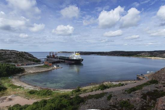Preem skänkar drygt 12 000 kronor till organisationen Ren kust, som arbetar för att Sverige ska få renare stränder.