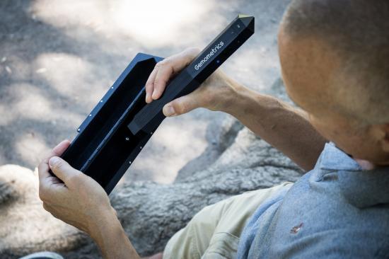 Genom filtrerad användning av ultraviolett ljus kan GemPen ge indikativa resultat om en ädelsten är syntetisk eller naturlig, eller har genomgått en behandling som kan påverka stenens egenskaper eller värde.