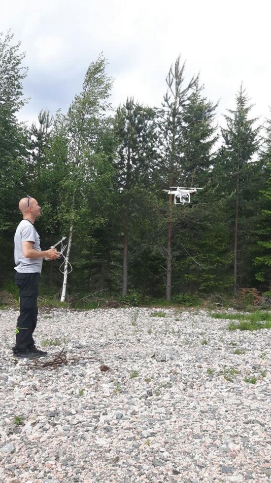 Nu testar Skogsstyrelsen hur drönare kan förbättra tillsynen i skogen.