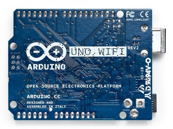 Baksidan av nya Arduino Uno WiFi Rev2.