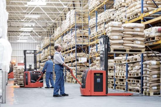 Det utökade utbudet av litiumjontruckar består av staplare med lastkapacitet mellan 1,2–1,6 ton.