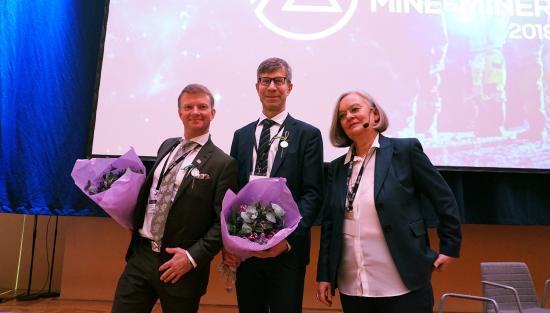 Lena Söderberg, generaldirektör för SGU, delade ut hedersmärket till Hans Wahlquist och Mikael Nyström.