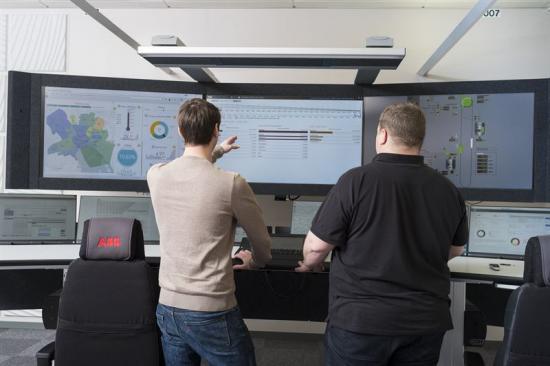 ABB:s AbilityTM Collaborative Operations Centers är bemannade med processexperter och utrustade med digital teknik som tillgodoser specifika kundbehov.