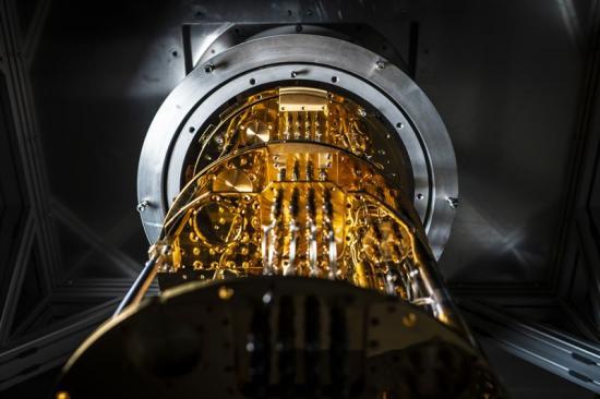 Kryostaten som kyler Chalmers kvantprocessor till nära absoluta nollpunkten.