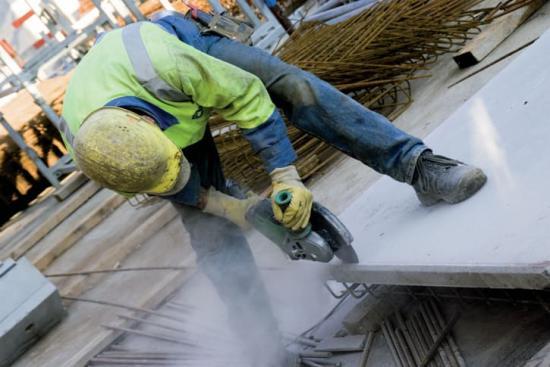 Norton Clippers nya diamantklinga, Extreme Cut'n Grind kan användas för både kapning och slipning av byggnadsmaterial, betong, natursten mm. och som således kombinerar funktionerna hos kapklingor och slipskålar.