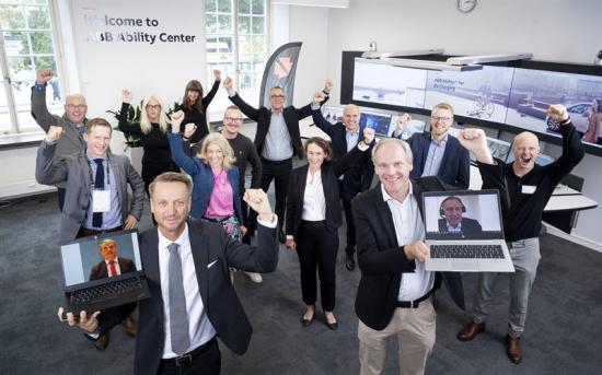 Under onsdagen bjöd Dennis Helfridsson, vd för ABB Sverige och Peter Löfgren, vd för SynerLeap, in representanter från industrin, näringslivet, politiken och startupscenen till ABB Sveriges huvudkontor i Västerås för att fira 100 startupsamarbeten och ta nästa steg inom samverkan och innovation.