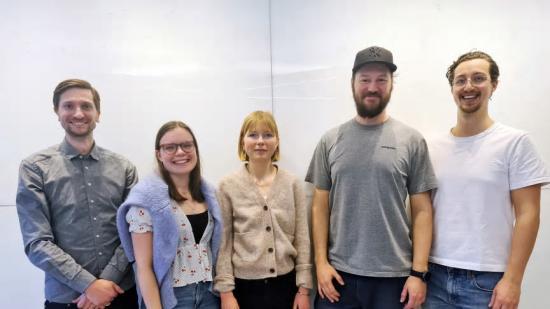 Från vänster gruppchef Johan Martinsson och doktoranderna Julia Brännberg Fogelström, Amanda Vickerfält, Oscar Hessling och Joar Huss.