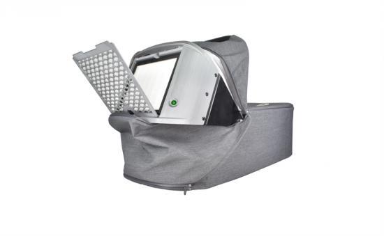 Dymla ONE är den första babyliften i världen som har ett inbyggt HEPA-filter.
