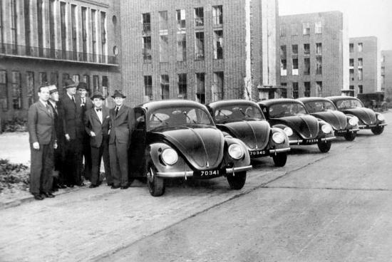 I oktober 1947 markerade de första fem Volkswagen-bilarna som exporterades till Nederländerna början på en kommersiell export.