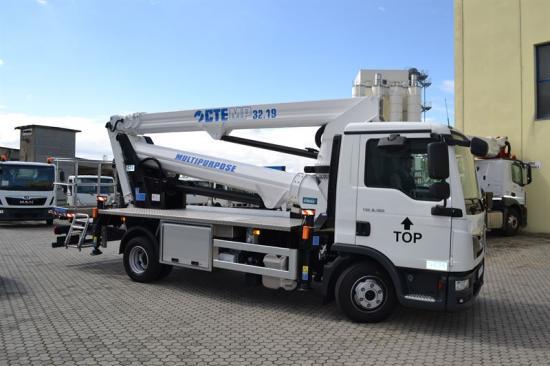 CTE Spa, Italien,har utvecklat en liten lastbilsmonterad skylift med enastående mångsidighet, höjd och räckvidd.