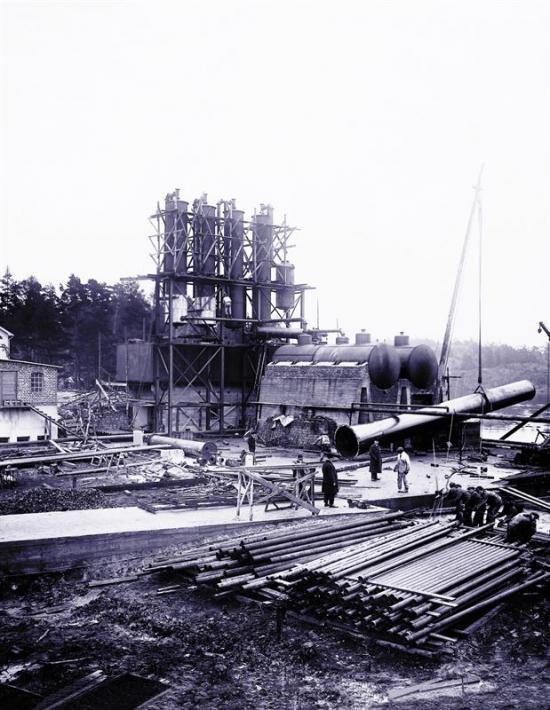 <span>Raffinaderiet byggs upp, 1928.<br /></span>