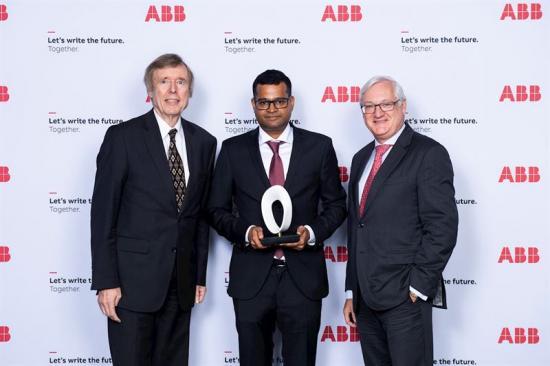 Hubertus von Grünberg (föredetta ordförande på ABB), Ambuj Varshney (vinnare av utmärkelsen), Peter Voser (ordförande och koncernchef på ABB).