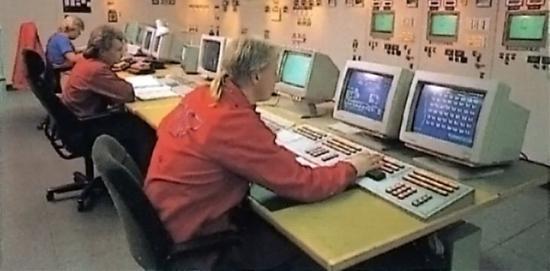 Kontrollrum vid Oxelösunds järnverk 1994. Bilden är hämtad från en reklambroschyr för Oxelösunds Järnverk tryckt 1994.