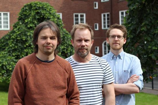 <span><span><span><span><span><span><span><span><span><span><span><span><span><span><span>På bilden, från vänster: Arkady Gonoskov, biträdande universitetslektor på institutionen för fysik vid Göteborgs universitet, Mattias Marklund, professor i fysik vid Göteborgs universitet och Joel Magnusson, doktorand vid institutionen för fysik på Chalmers.</span></span></span></span></span></span></span></span></span></span></span></span></span></span></span>