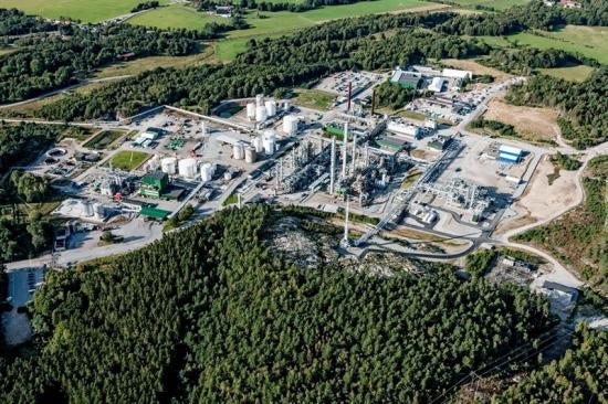 Perstorps kemiindustri i Stenungsund, sedd från ovan.