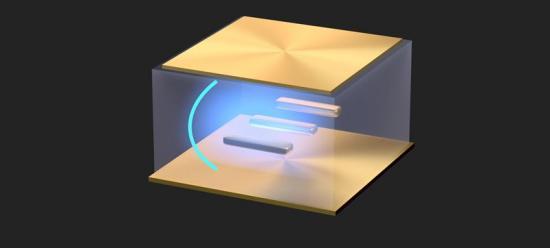 Genom att placera guldnanostavar med särskilda optiska egenskaper mellan två tättsittande guldnanospeglar har forskarna lyckats kontrollera superstark koppling mellan ljus och materia i vanlig rumstemperatur. Upptäckten öppnar för ny forskning och banar väg för till exempel nanomaskiner, ljusstyrd teknik och kvantteknologi (bilden är en illustration).