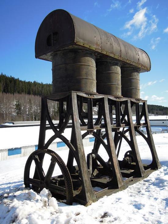 Blåsmaskin konstruerad av Jonas Bagge uppställd i Lesjöfors.