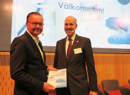<span>Stora Ensos vdoch koncernchef Karl-Henrik Sundström tillsammans med <span>Stora Ensos Innovationschef för Sverige Mikael Hannus</span>.</span>