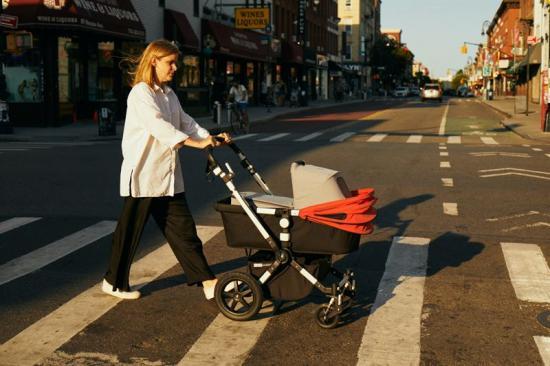 Babyliften kan placeras i en liggvagn, den passar de flesta barnvagnsmodeller på marknaden samt i babykorgen som finns i flygplan.