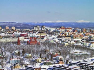 Kiruna stad med dess kyrka i centrum.