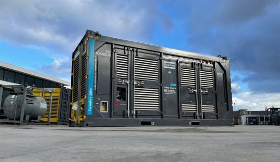 <span><span>Den nya TwinAir 2800+ kompressorn rymmer två identiska dieseldrivna luftkompressorer i en enda 20-fot container.</span></span>