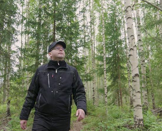 <span><span><span>All träråvara som Metsä Wood använder kommer från hållbart skötta skogar, som Jukka Heikkonens familjeägda skog.</span></span></span>