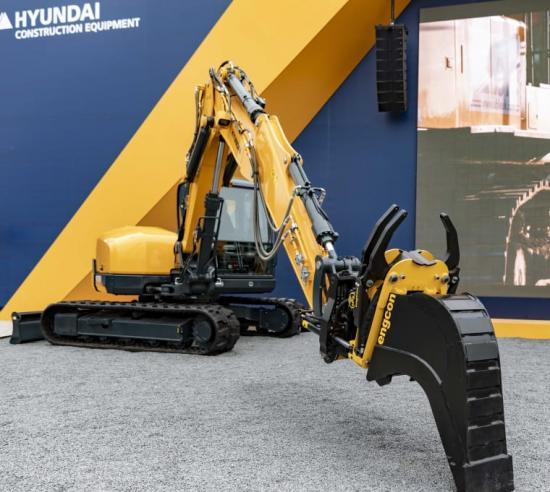 Hyundai fabriksförbereder sina grävmaskiner för Engcons tiltrotatorer.