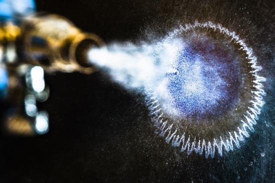 Forskare vid Linköpings universitet har utvecklat ett stabilt polymert bläck med hög ledningsförmåga.
