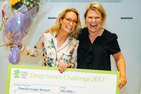 Glada vinnare: Lina Blanking, försäljningschef i Sverige, Orbital Systems AB och Sara Sterner, marknadschef Orbital Systems AB.