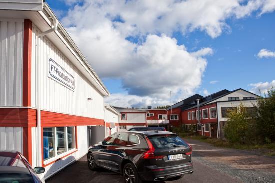 Den familjeägda verkstaden FT-Produktion är belägen i den sydsvenska orten Åseda och har 25 anställda. FT-Produktion har en årsomsättning på 19 miljoner kronor.