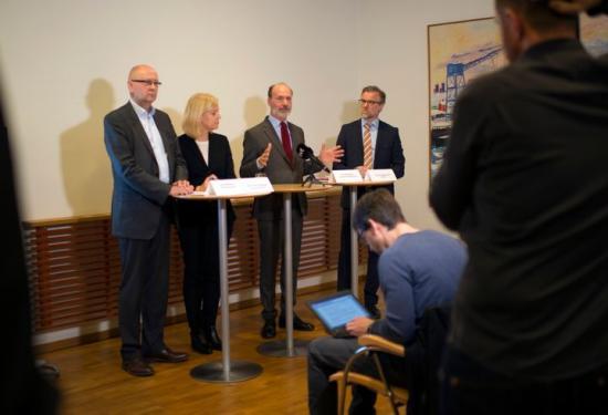 Klas Wåhlberg (vd Teknikföretagen), Lena-Liisa Tengblad (vd Gröna arbetsgivare), Per Hidesten (vd Industriarbetsgivarna) och Jonas Hagelqvist (vd IKEM) under pressträffen där budet presenterades.