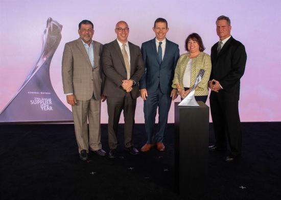 På bilden från vänster: Mo Wazir ochh Jeff Morrison från GM, Arthur Blanchford och Audrey Lubin från Veoneer samt Gary Bandurski, GM.