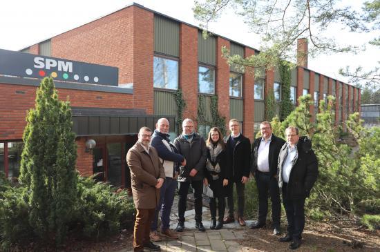 Representanter från WearCheck besöker SPM:s huvudkontor i Strängnäs.