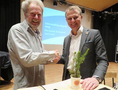 Fr v Ordförande i Aktiespararna Linköping Olof af Hammarcrona och Stora Ensos Sverigechef Per Lyrvall.